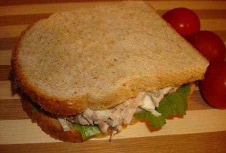 آموزش درست کردن ساندویچ سالاد مرغ